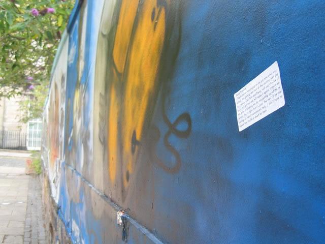 Muro grafitado de Edinburgo, na Escócia