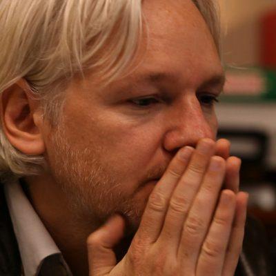O Mundo Amanhã - Julian Assange entrevista (1º temporada)